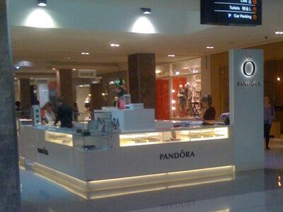White Pandora Jewelry Mall Kiosk
