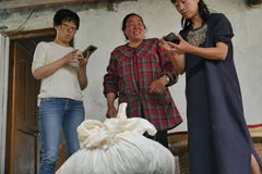 Discussing cost of fresh tea leaves ready to be made into hou kui